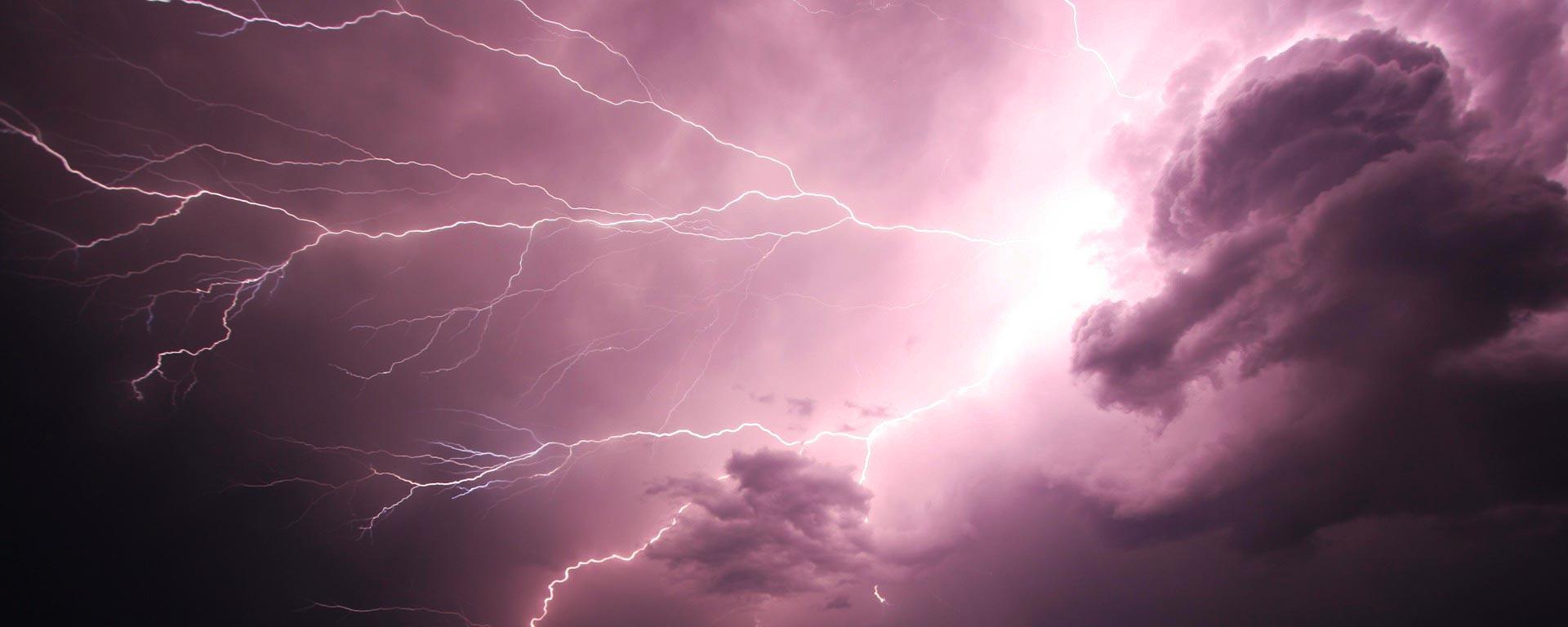 Moln och blixtar