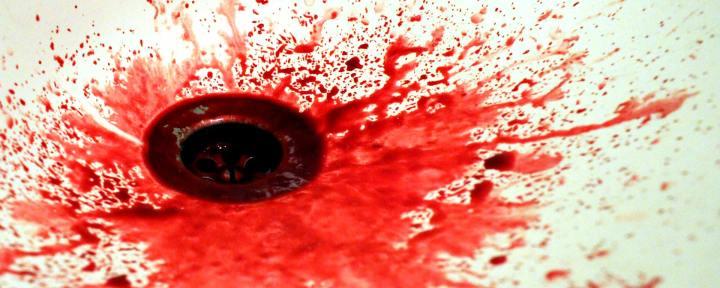 Blodsstänk i botten på en slask